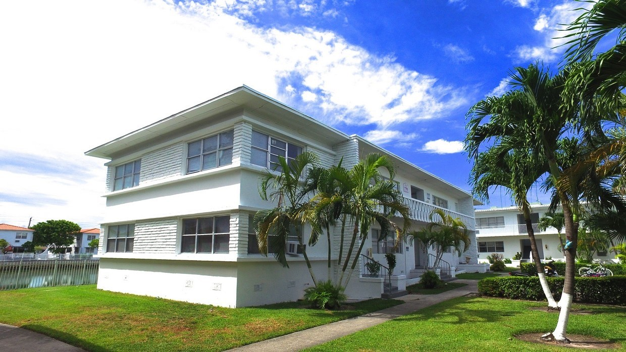 7801 Tatum Waterway Dr Miami Beach Fl 33141 1 Bedroom Apartment For Rent For 1 250 Month Zumper