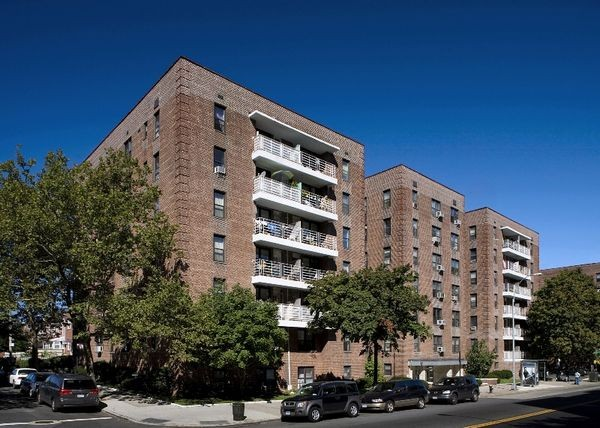 Kings and Queens Apartments - Elm