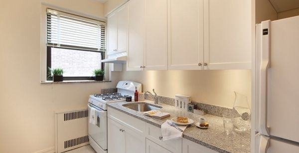 Kings & Queens Apartments - National 8301