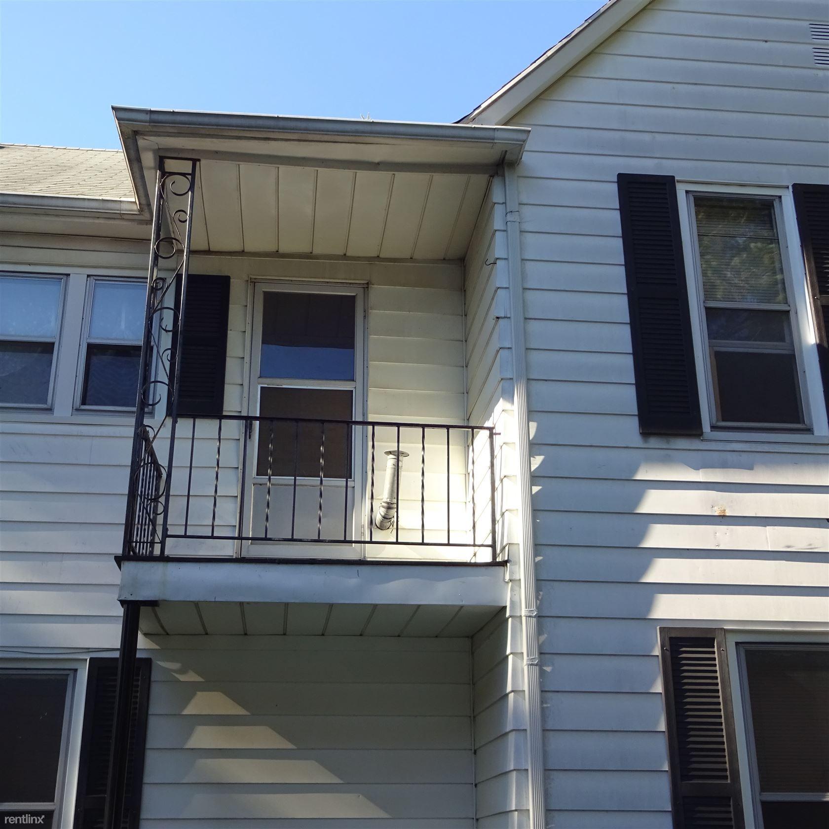 3 Bedroom Apartments In Michigan: 1425 Quarry Ave NW #2, Grand Rapids, MI 49504