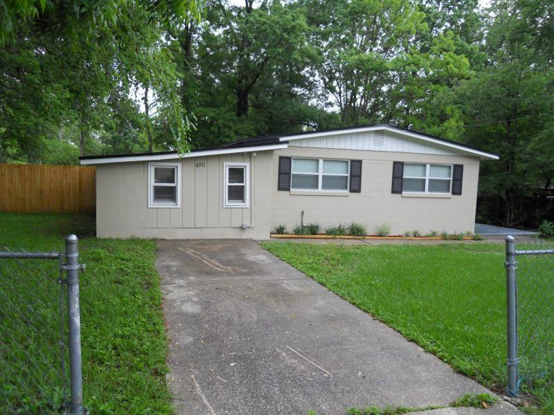 6911 Miss Muffet Ln S Jacksonville Fl 32210 4 Bedroom Apartment For Rent Padmapper