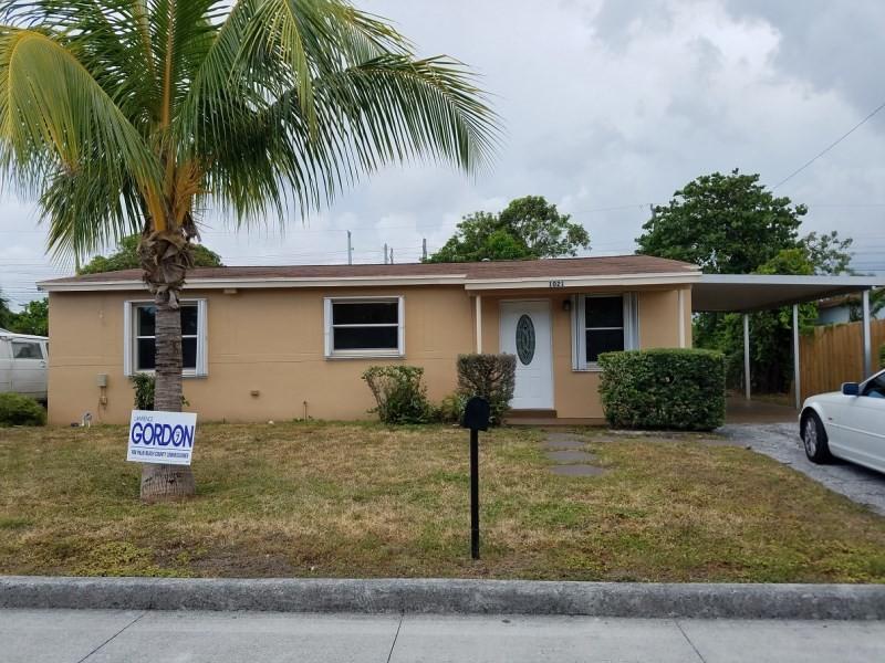 1021 w 2nd st  west palm beach  fl 33404 3 bedroom house