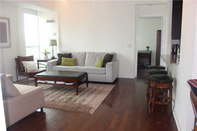 88 Broadway Avenue 1607 Apartment For Rent