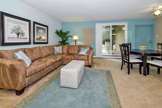 Live at Sherwood Crossing Apartments & Townhomes