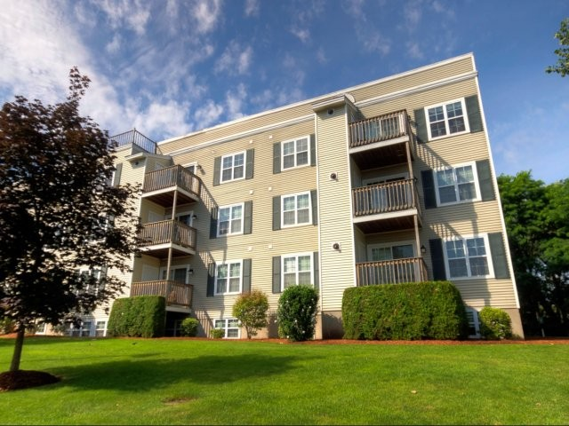 Apartments Near Rivier CARLTON PLACE for Rivier College Students in Nashua, NH