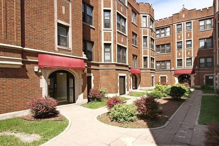 8241-49 S Ellis Ave