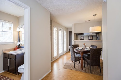 Dallas Apartments For Rent. CoverImage. 185941080. 185941072