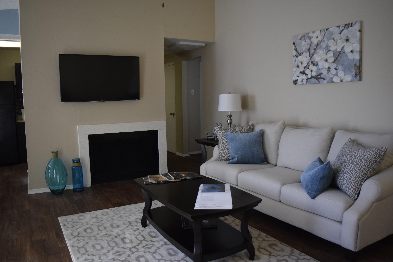 Oakwood Creek Apartments for Rent 7920 Skillman Street Dallas