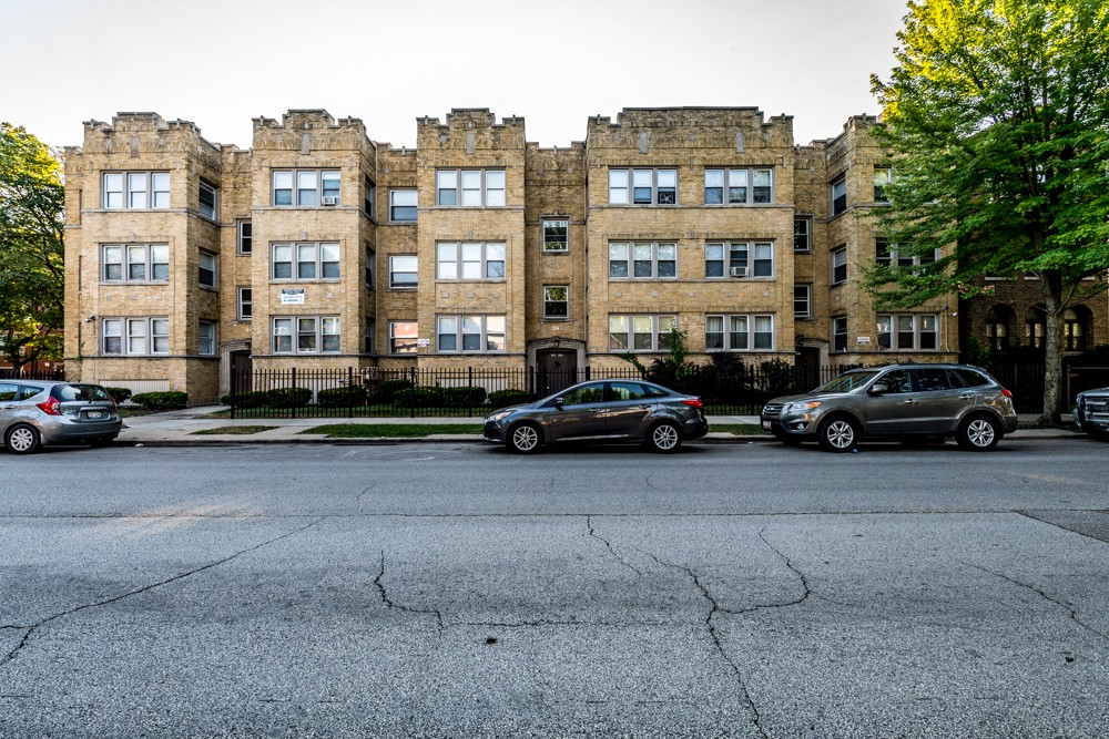 7801 S Saginaw for rent