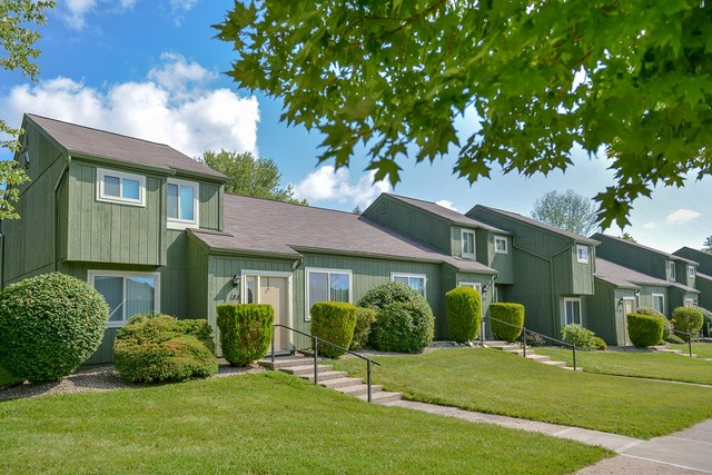 Clearview Farms Apartments and Townhouses - 300 Robert Quigley Dr ...