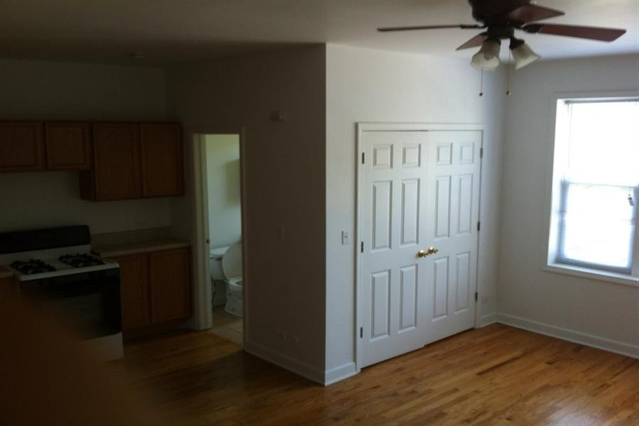 5836-46 W Madison St for rent