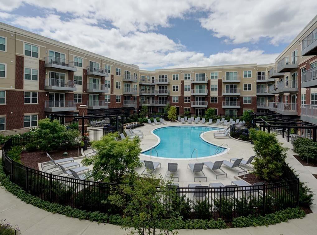 Apartments Near Trinity AMLI Deerfield for Trinity International University Students in Deerfield, IL