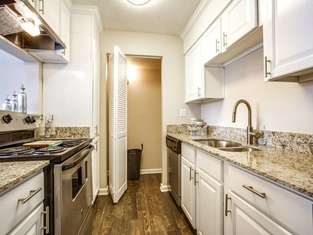 Dallas Apartments For Rent. CoverImage. 202770396