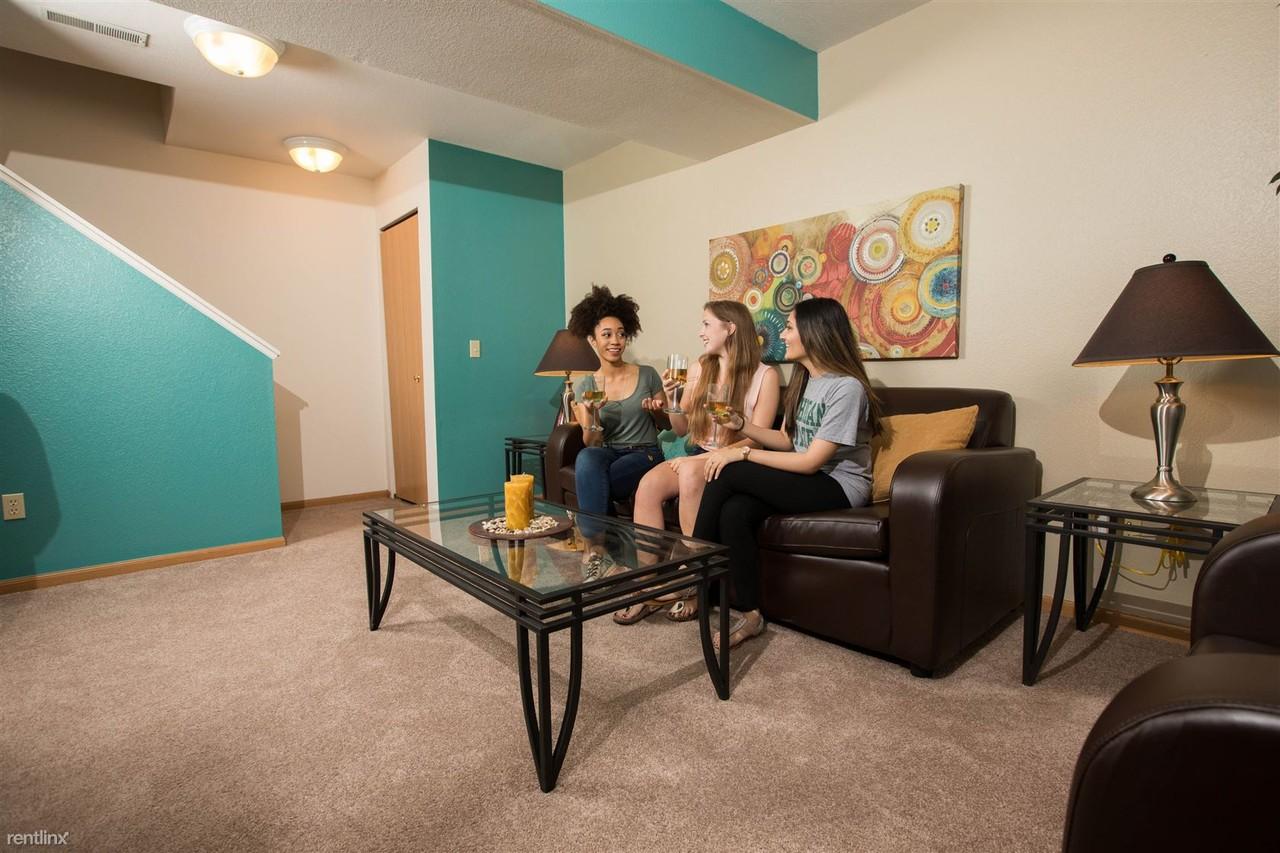 Oakbrook Manor Apartments - 3411 Beau Jardin Dr, Lansing, MI 48910 ...