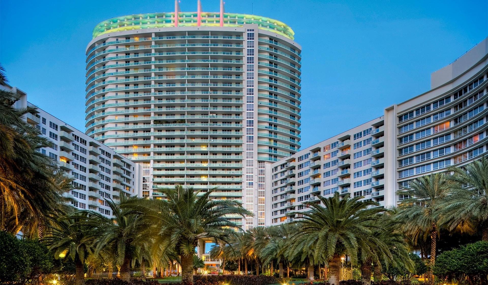 Flamingo Point Center Tower rental