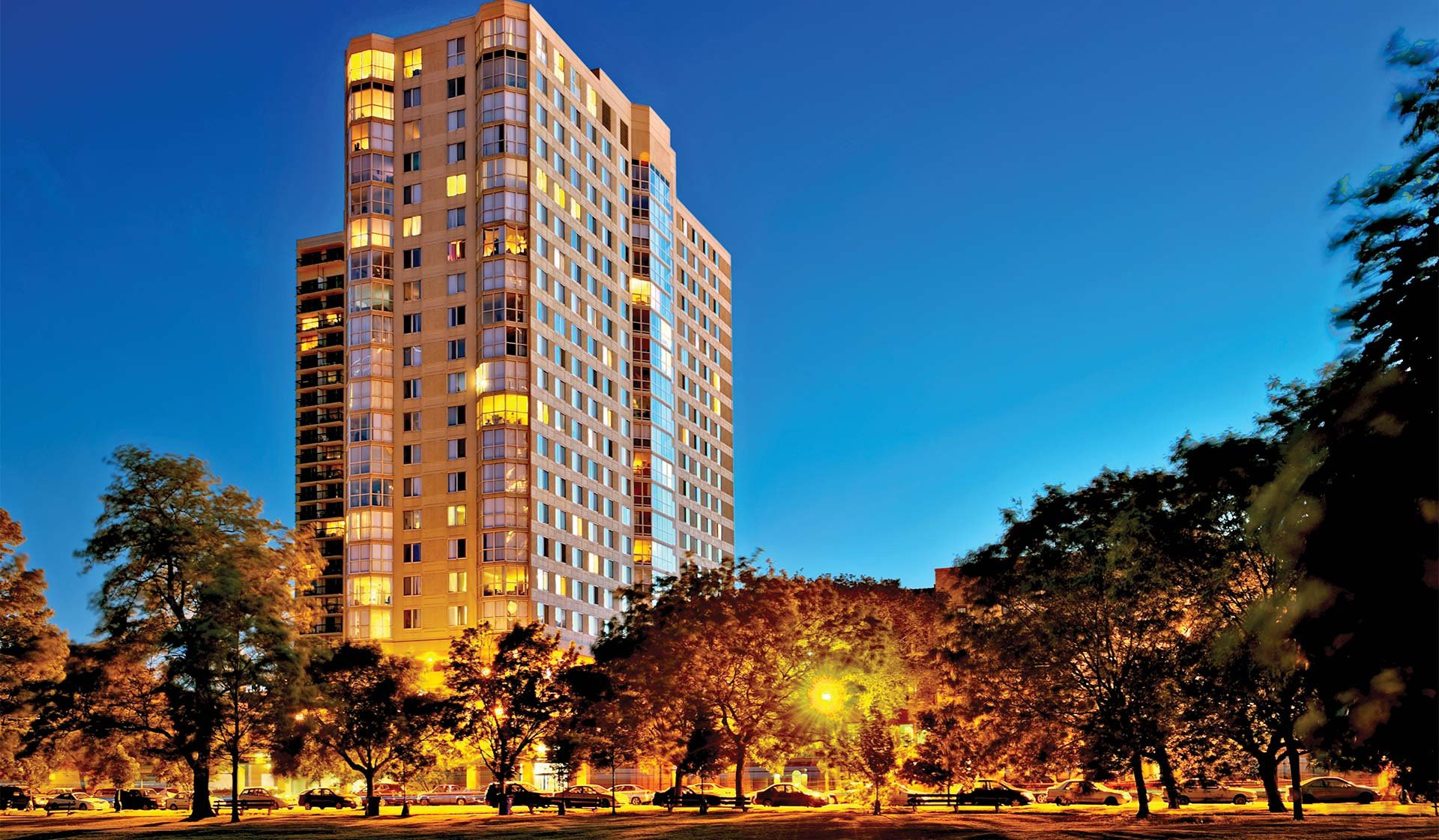 Hyde Park Tower Apartments, Chicago - (see pics & AVAIL)