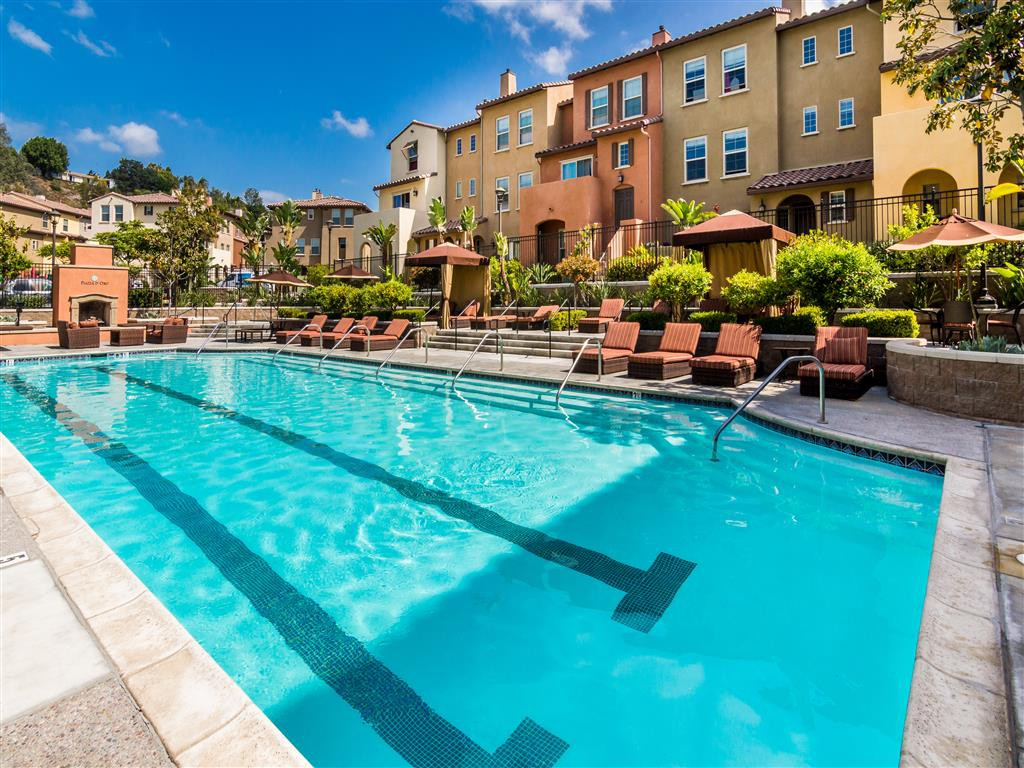 Apartments Near MiraCosta PIAZZA D ORO for Mira Costa College Students in Oceanside, CA