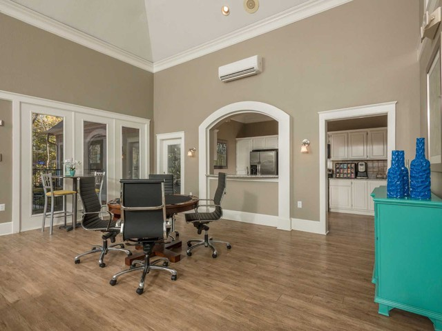 Dallas Apartments For Rent. CoverImage. 217046597