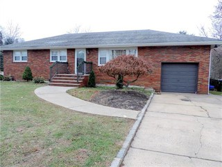 $2,600 | 3 Beds, 2 Baths. Edison. 845 New Dover Rd