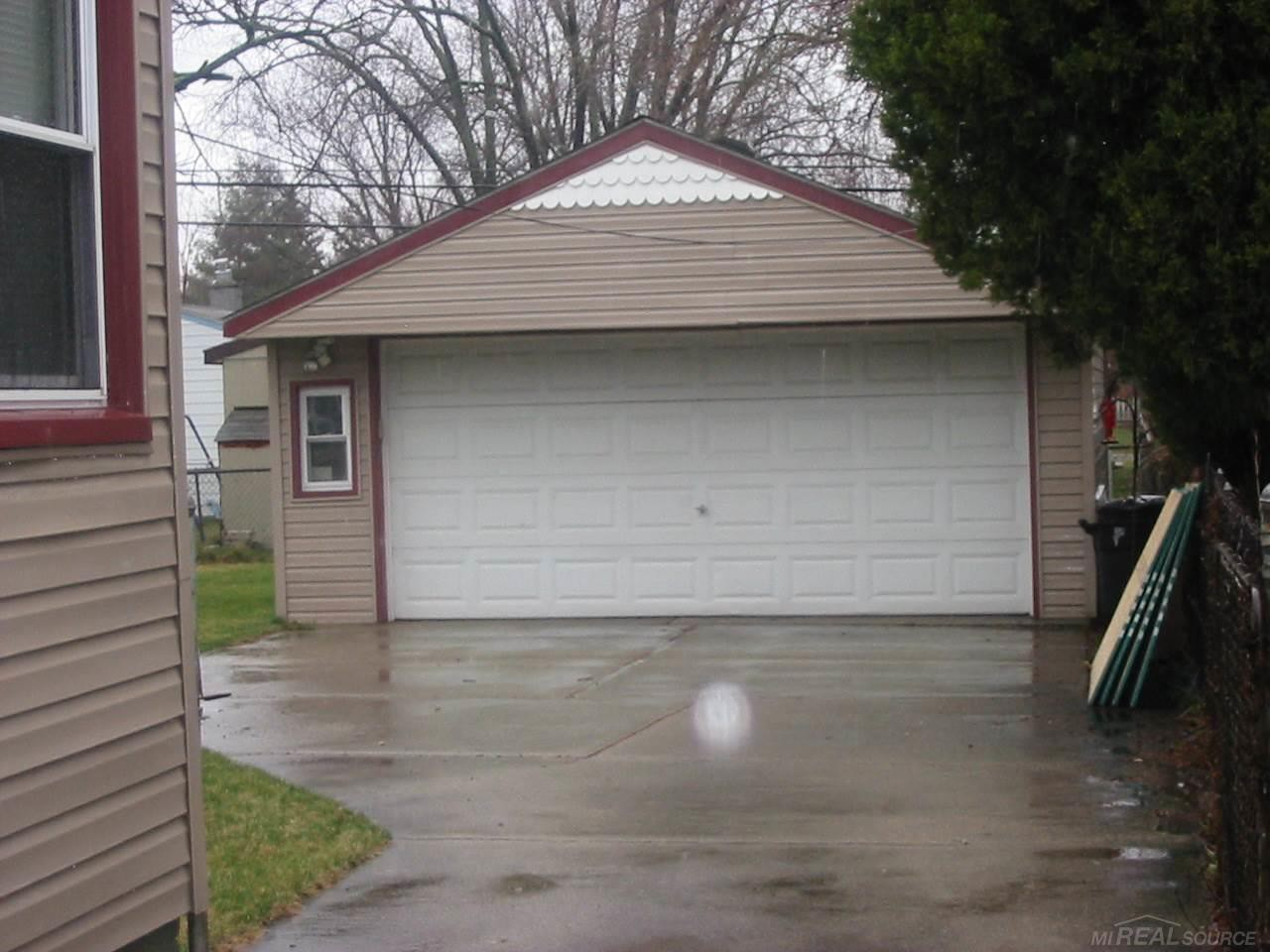 ... Photo of 27337 Delton St, Madison Heights, ...
