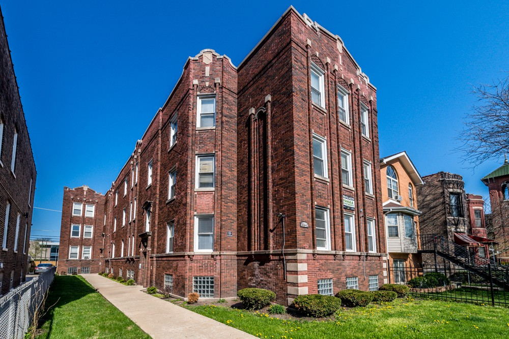 153 Apartments in Burnham, IL (AVAIL now)