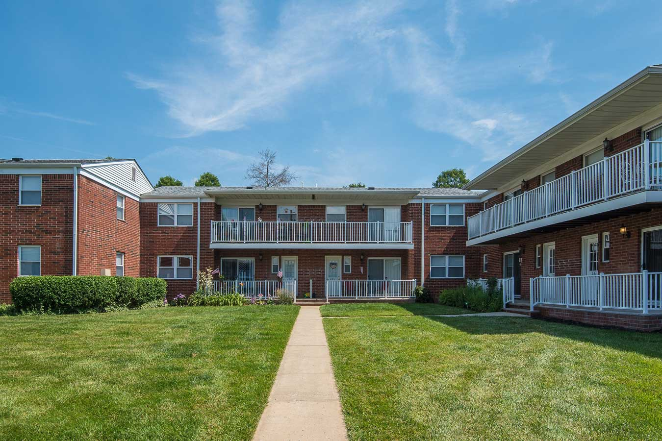 Apartments Near Monmouth Chestnut Court for Monmouth University Students in West Long Branch, NJ