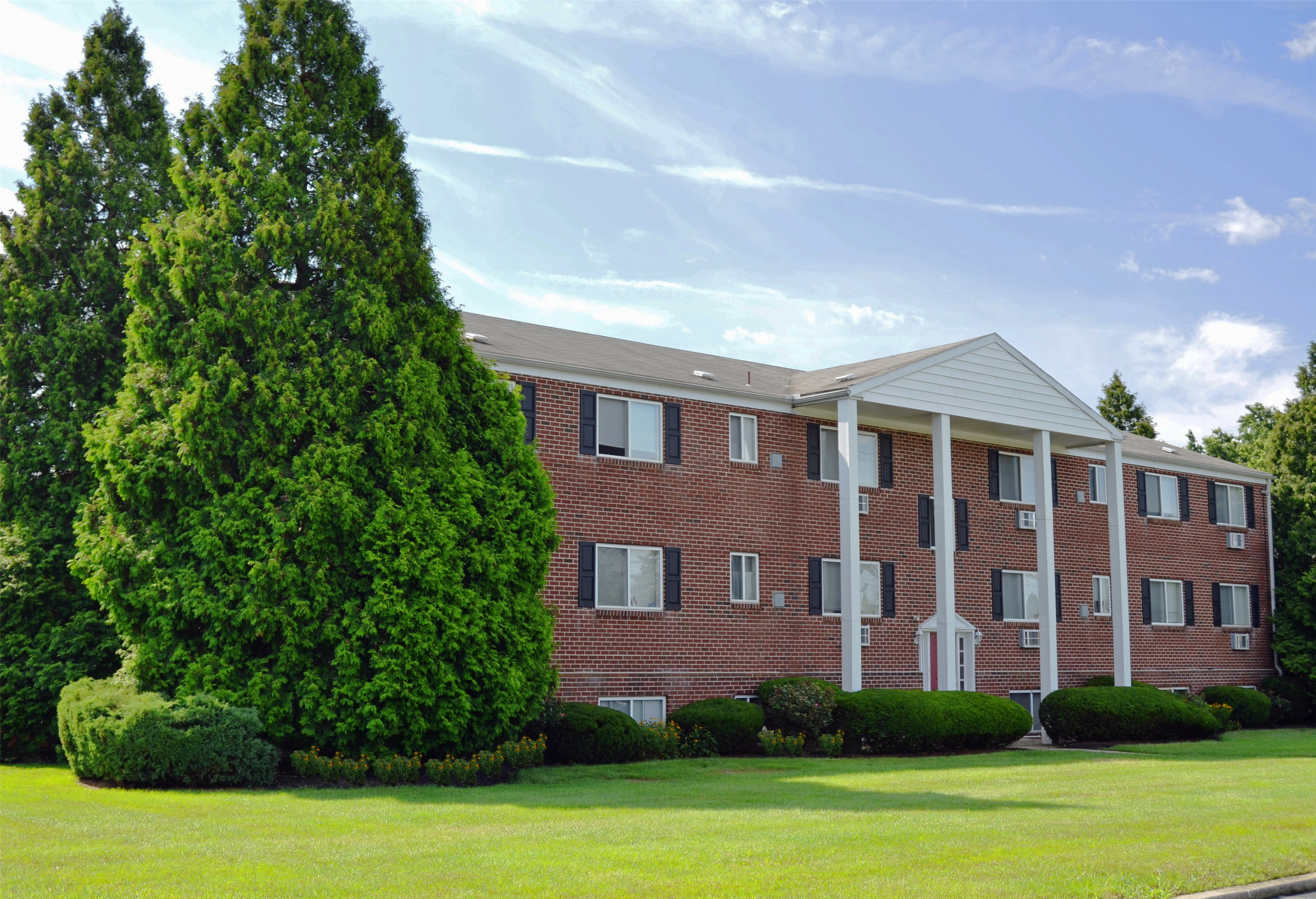 Apartments Near F & M Sweetbriar Apartments for Franklin & Marshall College Students in Lancaster, PA