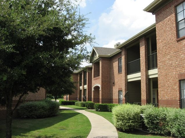 Oaks Riverchase Apartments photo