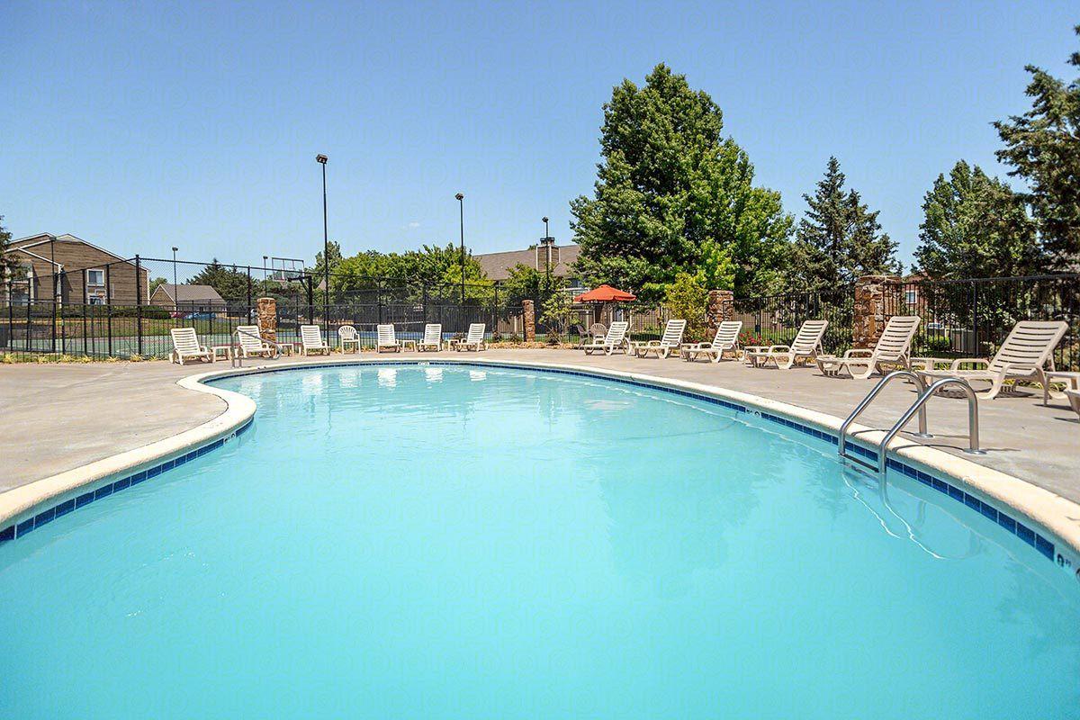 Apartments Near MNU Rosehill Pointe for MidAmerica Nazarene University Students in Olathe, KS