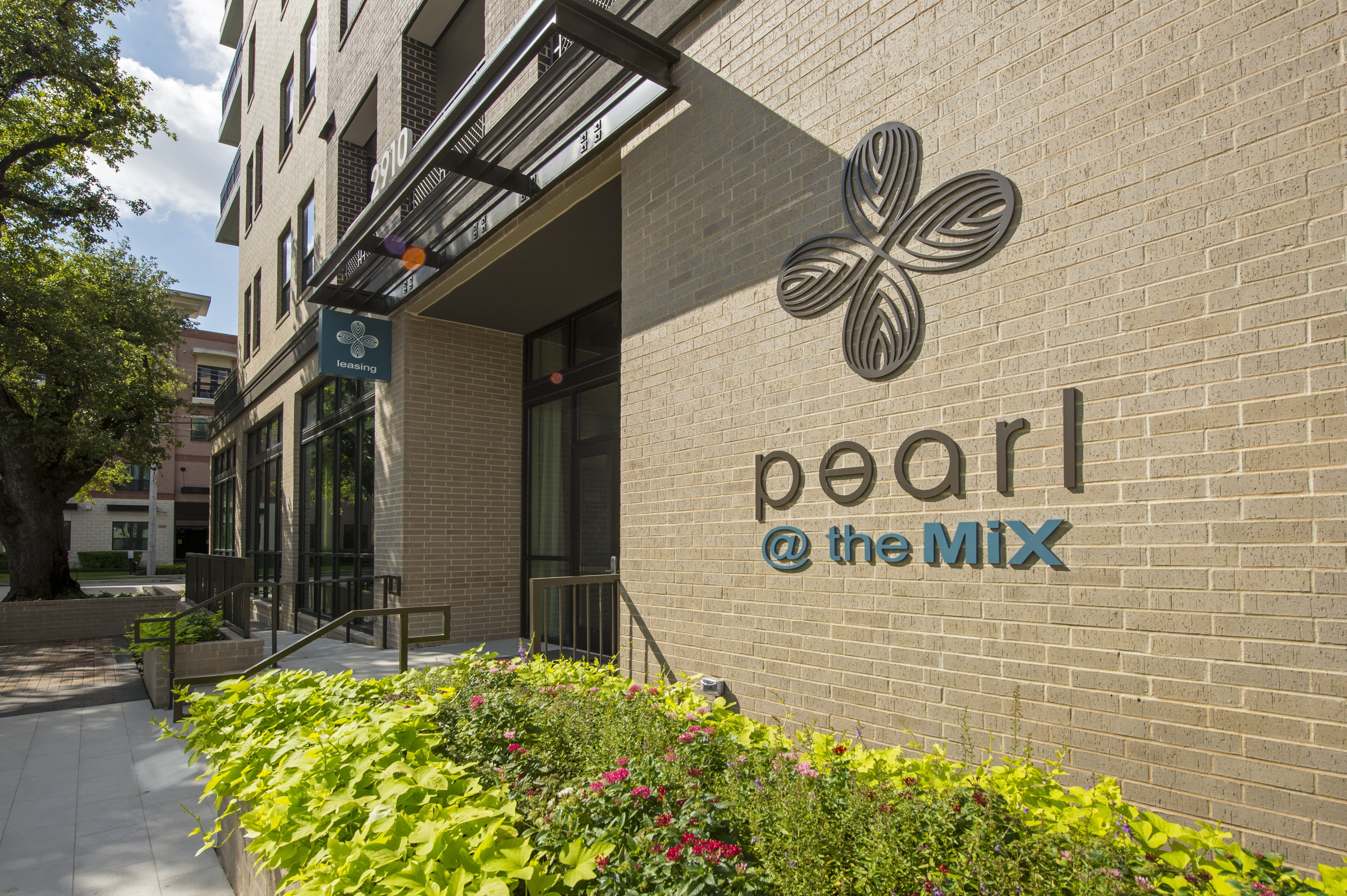 Pearl at the Mix