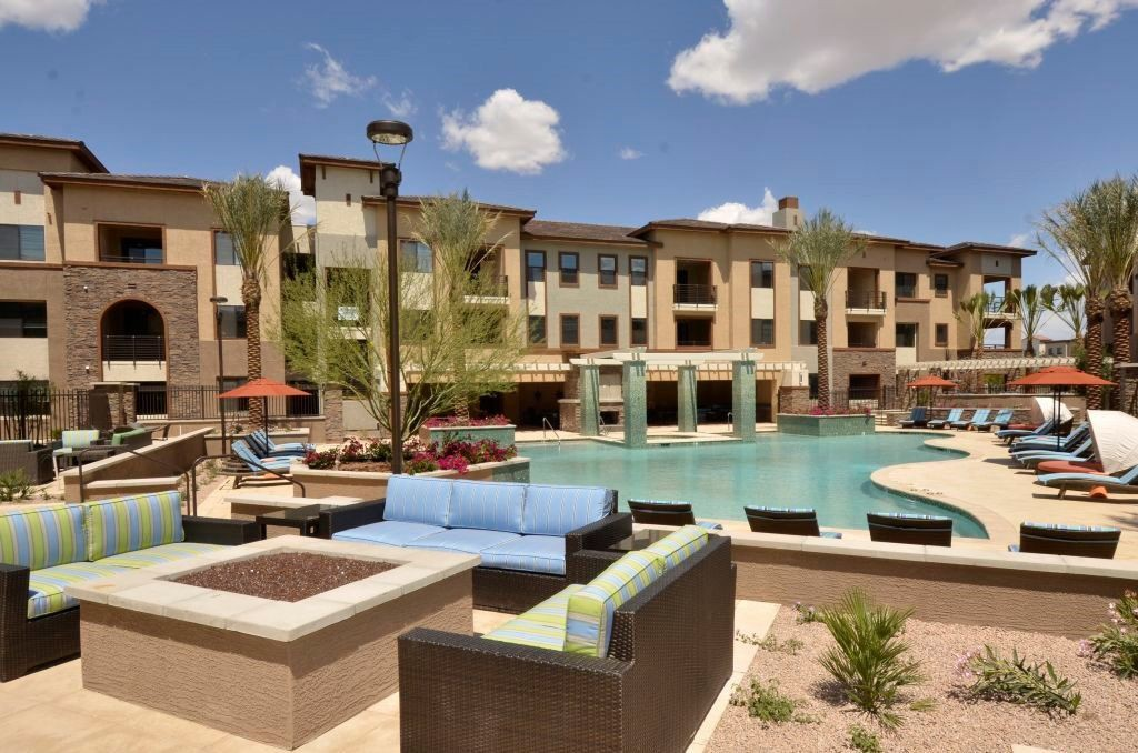 Apartments Near ASU Redstone at SanTan Village for Arizona State University Students in Tempe, AZ