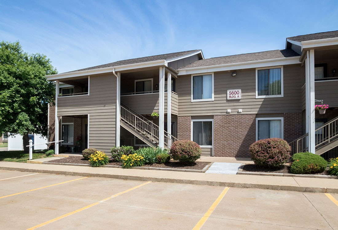 Apartments Near St. Ambrose Crystal Ridge Apartments & Townhomes for St. Ambrose University Students in Davenport, IA
