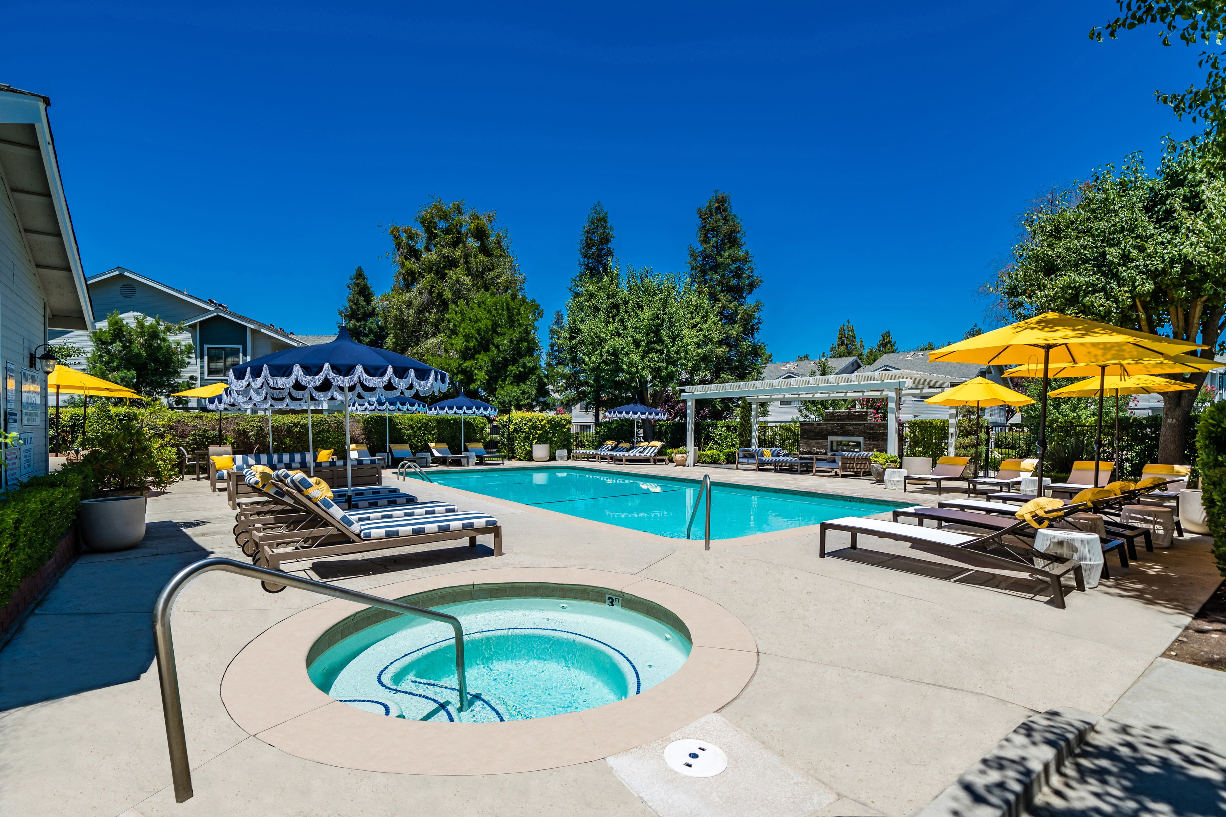 Apartments Near Fresno State | College Student Apartments