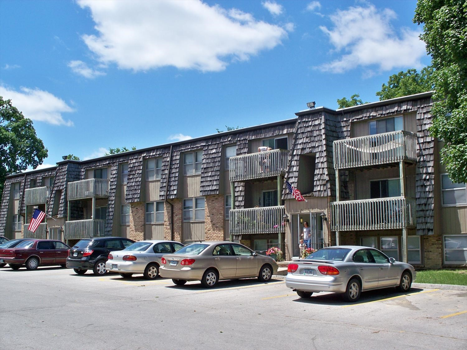 The 4220 Grand Apartments