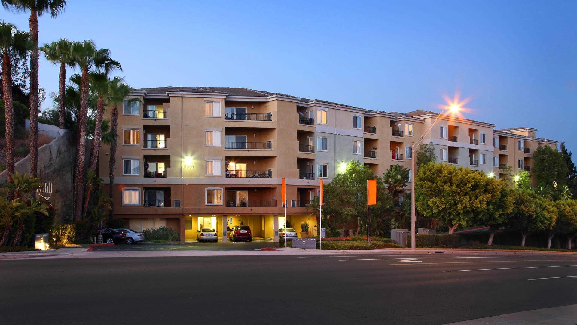 Apartments Near CSU Long Beach Bay Hill for Cal State Long Beach Students in Long Beach, CA
