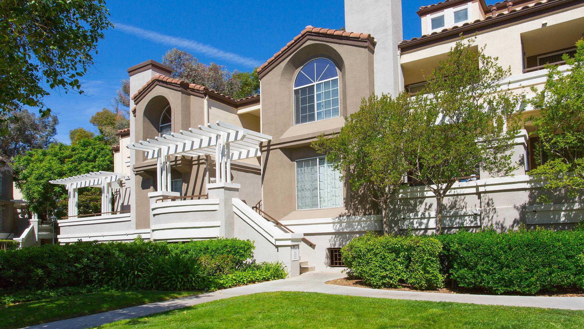 Apartments Near CalArts Portofino for California Institute of the Arts Students in Valencia, CA