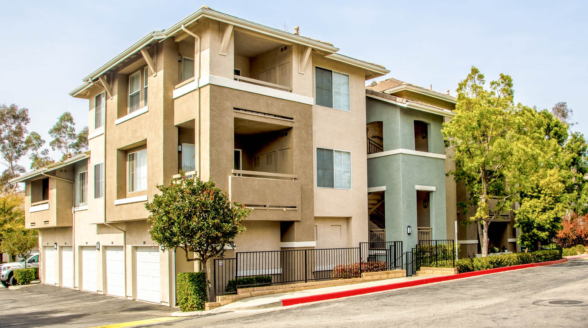 Apartments Near CalArts Skycrest for California Institute of the Arts Students in Valencia, CA