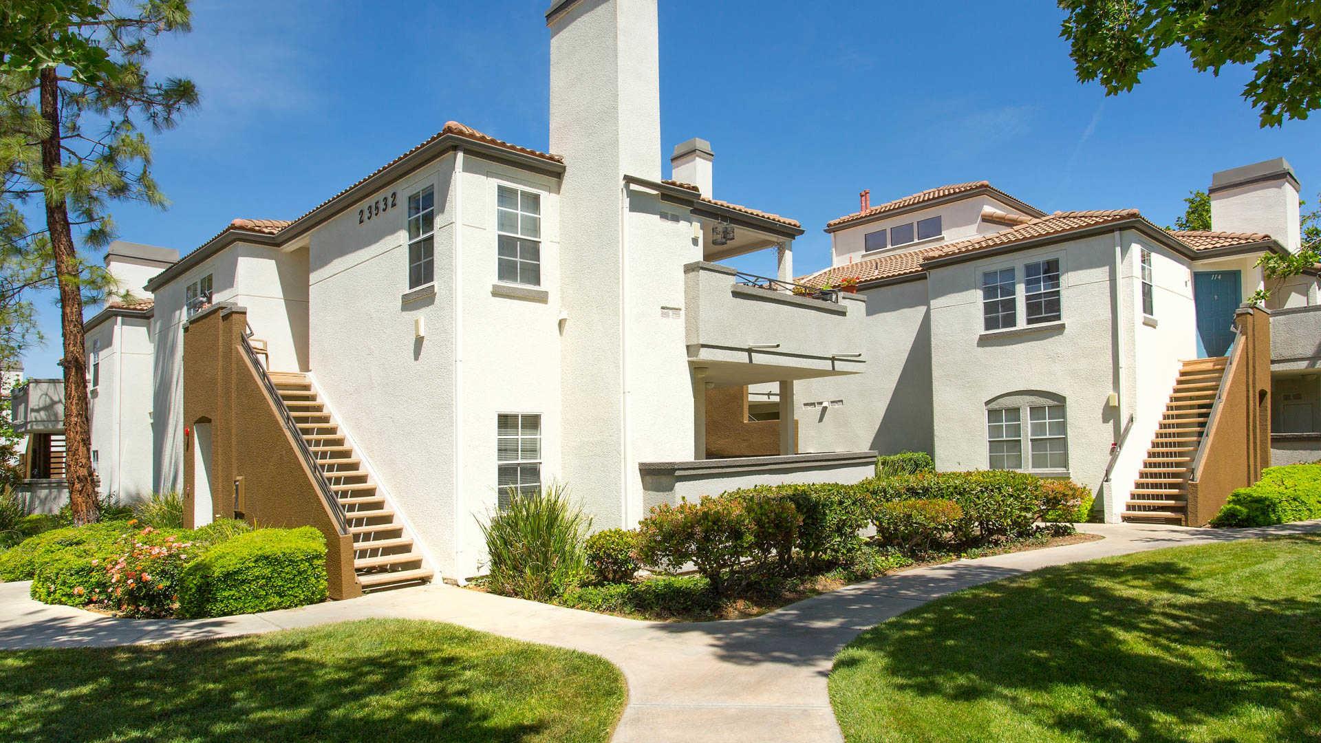 Apartments Near CalArts Northglen for California Institute of the Arts Students in Valencia, CA