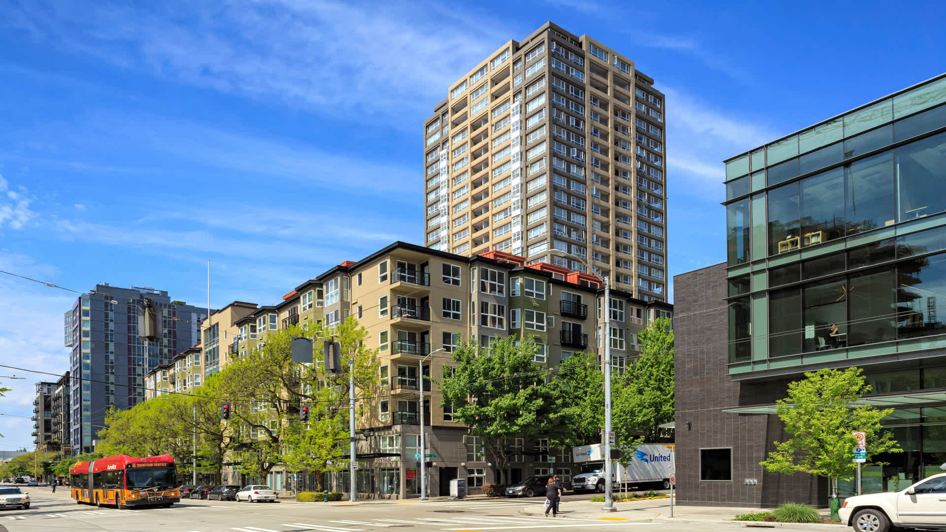 Apartments Near UW Centennial Tower and Court for University of Washington Students in Seattle, WA