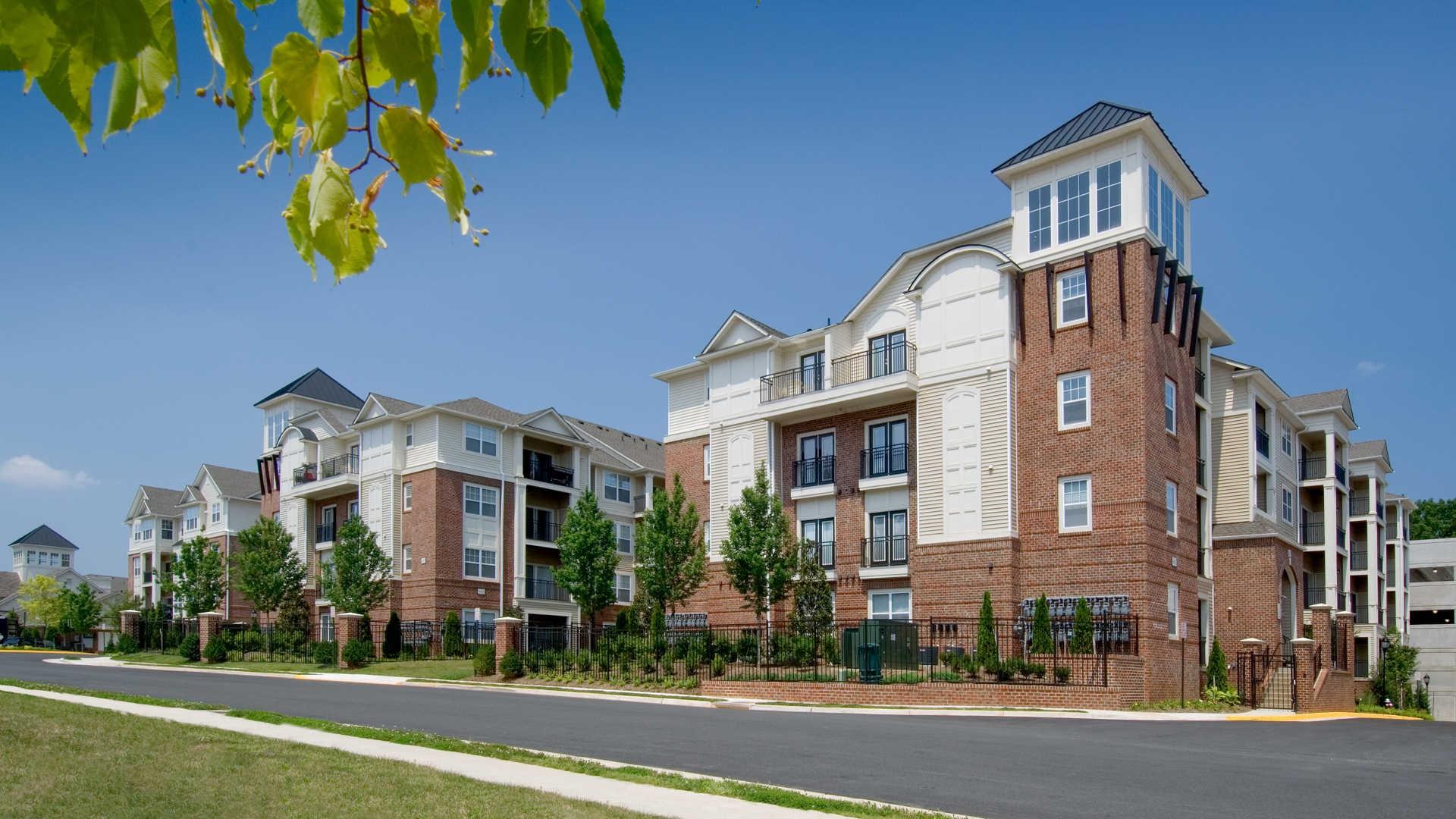 Apartments Near GMU Fairchase for George Mason University Students in Fairfax, VA