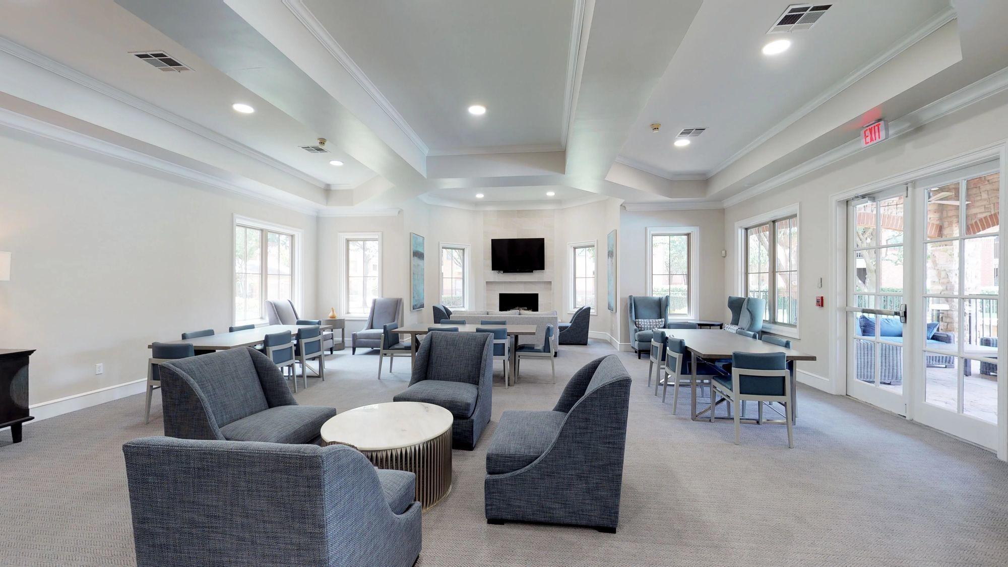 Live at Oaks Riverchase Apartments