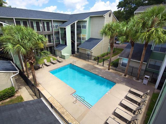 Brookwood Club Apartments photo