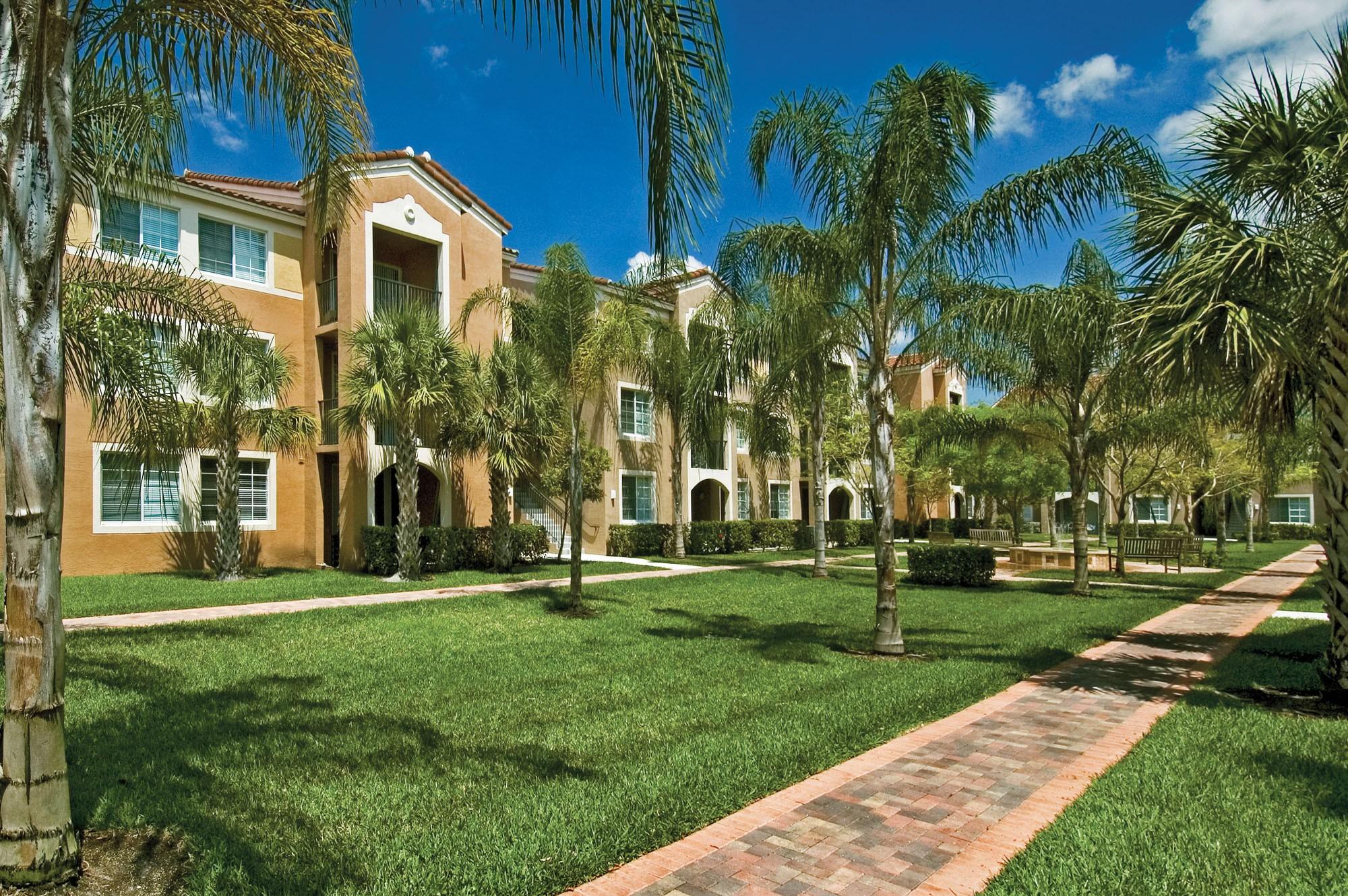 Miramar Lakes Apartments photo