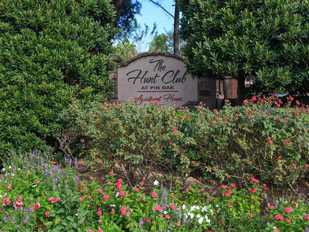 The Hunt Club at Pin Oak Apartments