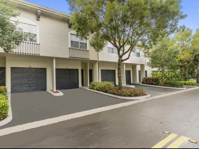 Apartments Near NSU St. Tropez Apartments for Nova Southeastern University Students in Fort Lauderdale, FL