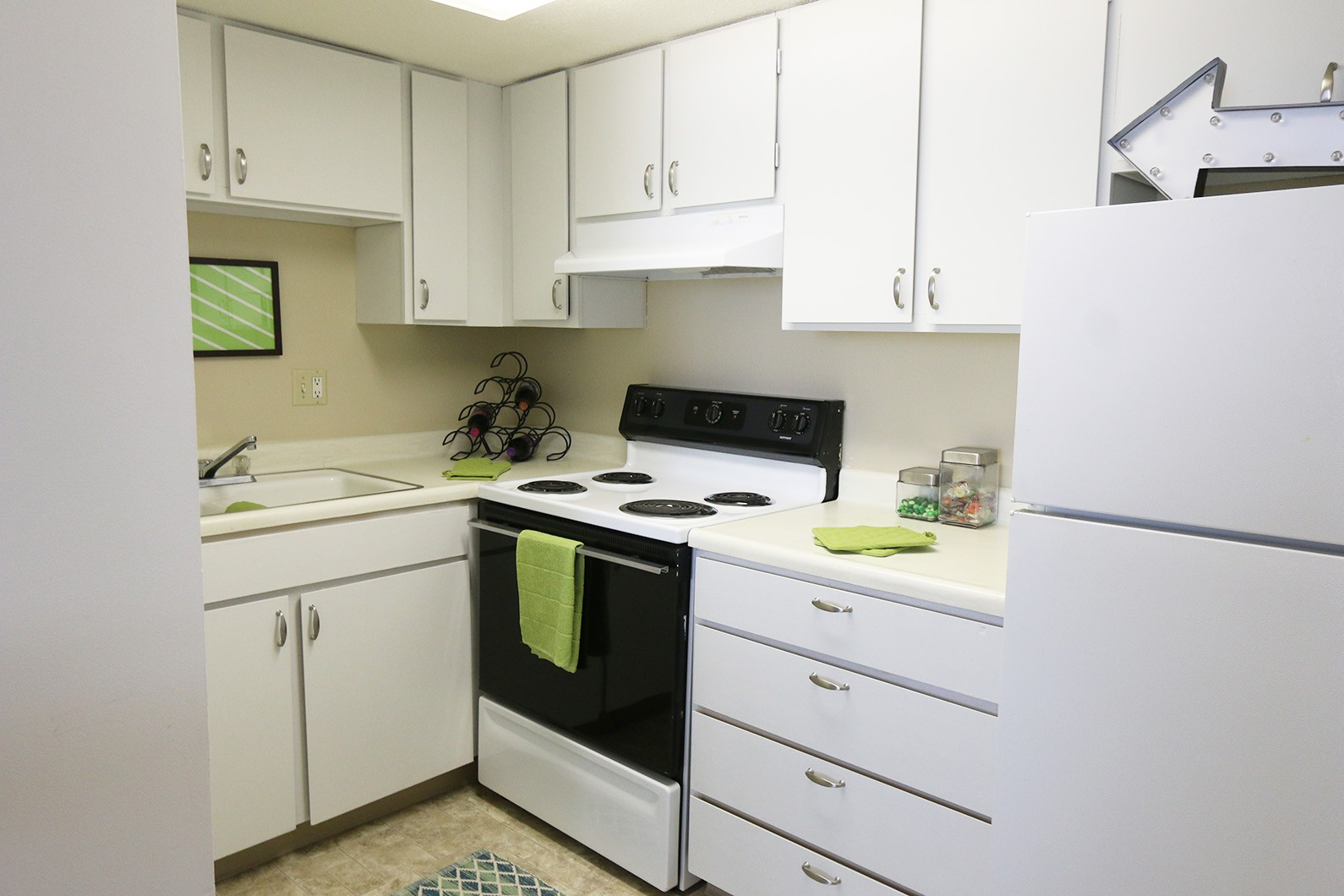 Apartments Near Bellevue Westbrook Tower Apartments - ONE MONTH FREE W/13 MONTH LEASE for Bellevue Students in Bellevue, NE