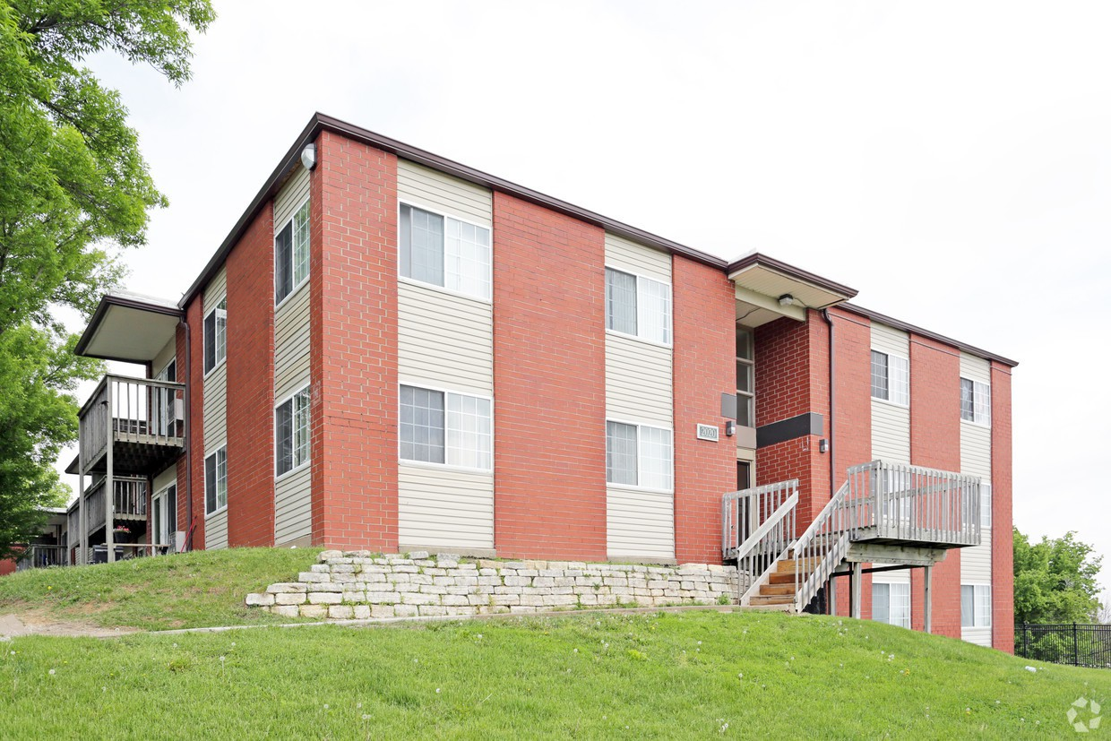 Apartments Near Cornell Cedarwood Hills for Cornell College Students in Mount Vernon, IA