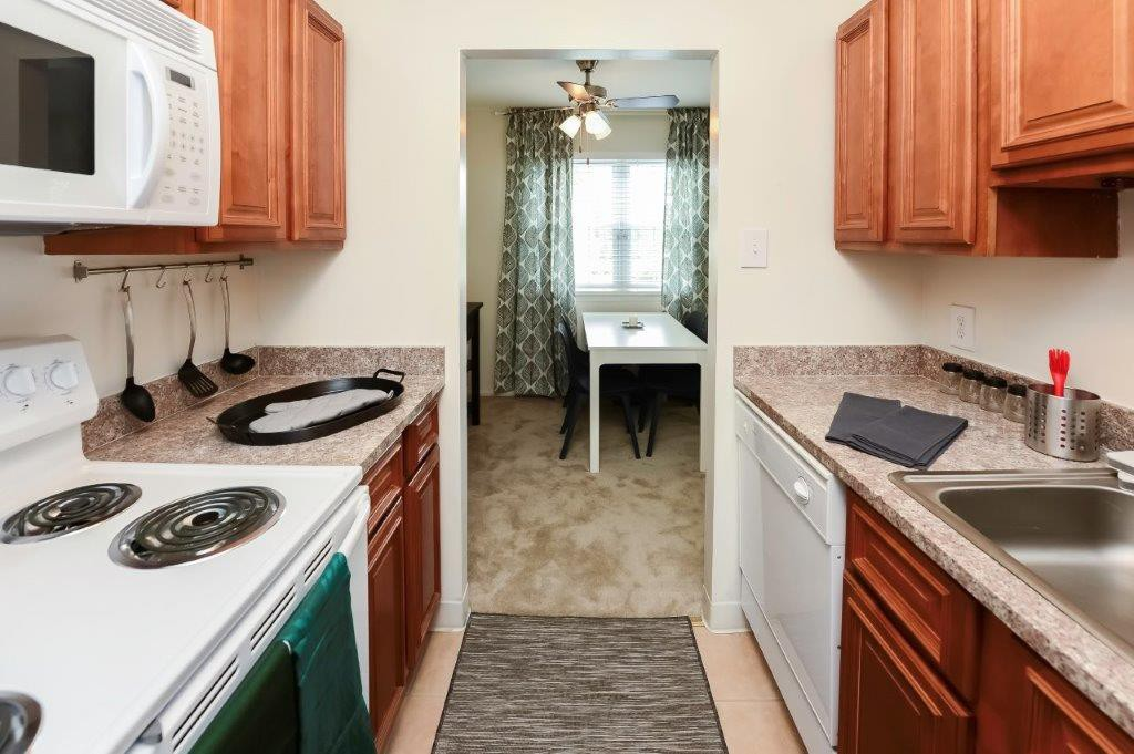 Kingswood Apartments & Townhomes photo
