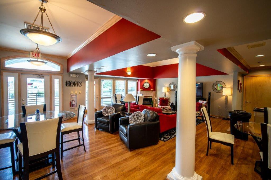Live at Hidden Lakes Apartment Homes