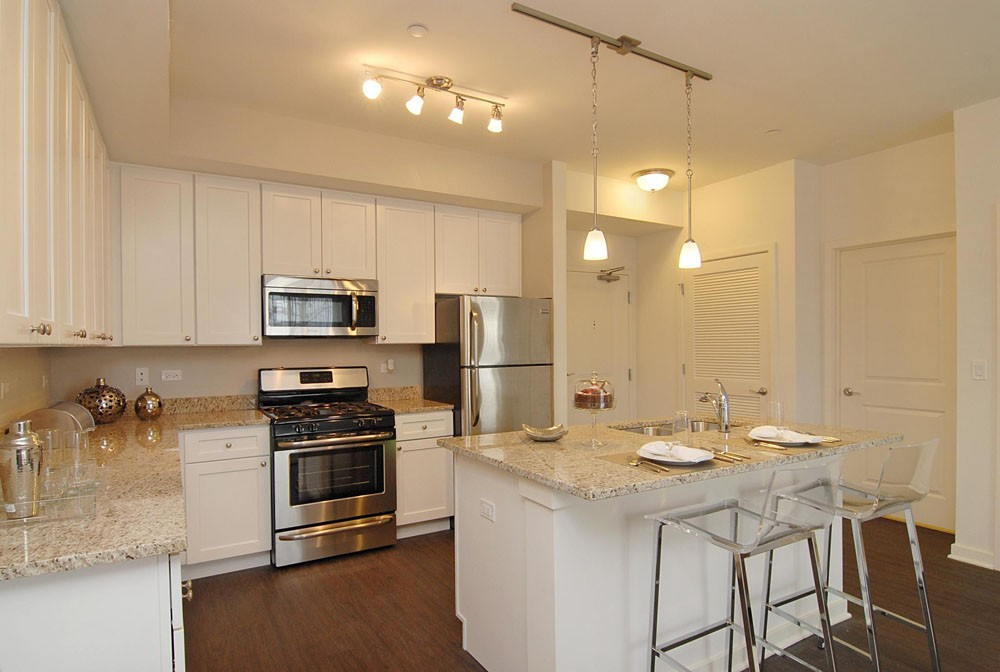 Apartments Near Lake Forest Oaks of Vernon Hills for Lake Forest College Students in Lake Forest, IL